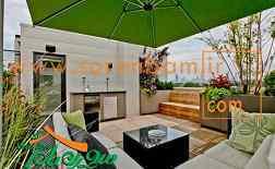چتر فضای باز در تراس سبز