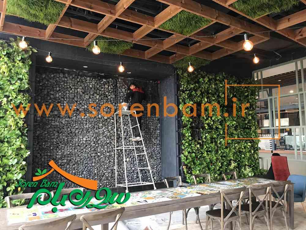 ترکیب قلوه سنگ با دیوار سبز